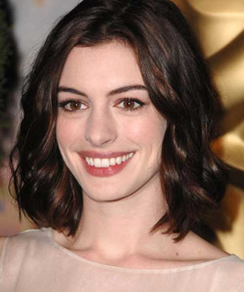 Learn About Anne Hathaway Net Worth. How Rich Is The Actress?
