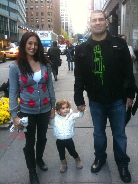 Cain Velasquez wife and daughter