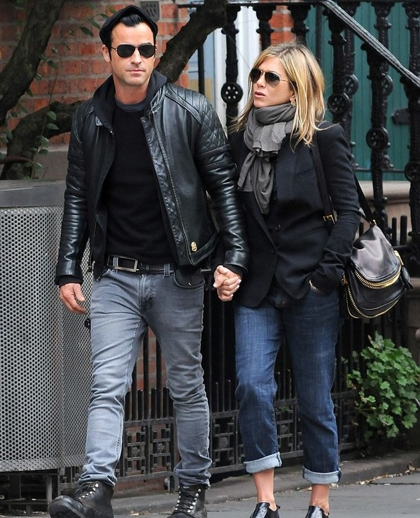 Jennifer Aniston gave a present to Justin Theroux