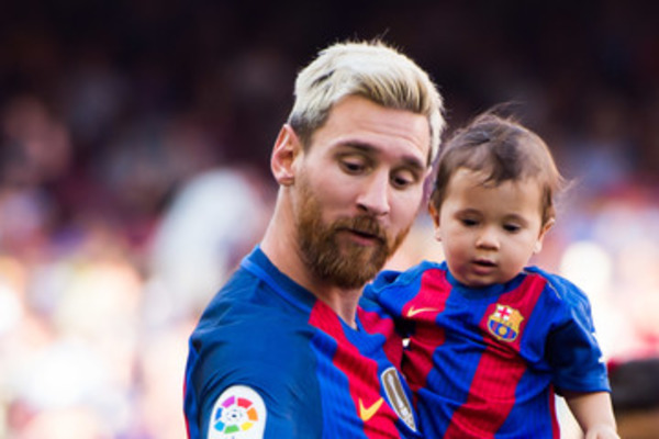 Mateo Messi with his father Lionel