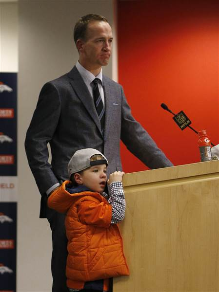 Peyton and Marshall Manning
