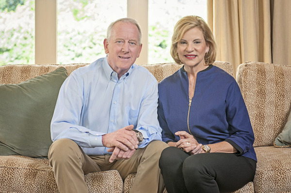 Archie Manning and his wife Olivia
