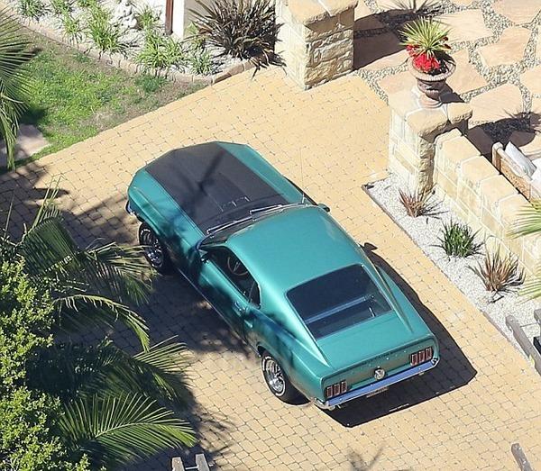 Liam Hemsworth car
