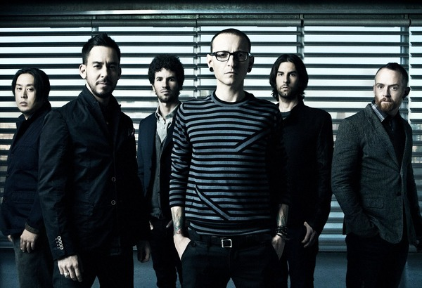 Chester Bennington and other Linkin Park members