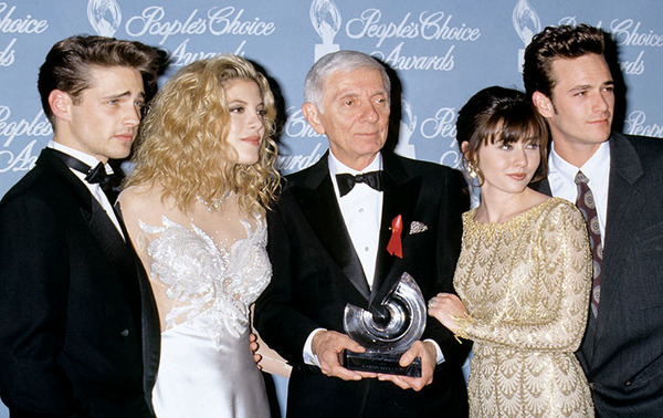 Aaron Spelling and Beverly Hills stars: Jason Priestley, Tori Spelling, Shannen Doherty and Luke Perry