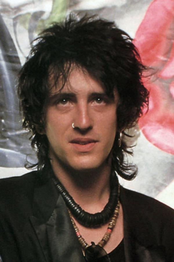 How rich is Izzy Stradlin?
