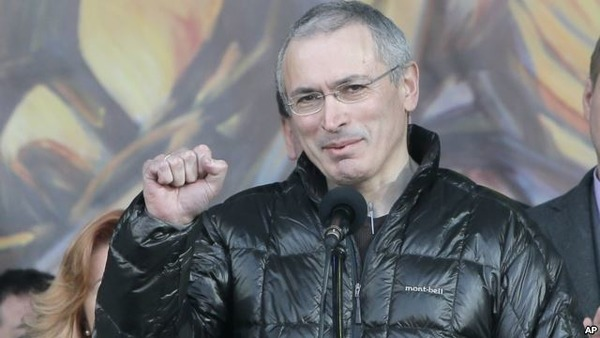 Mikhail Khodorkovsky speaks to revolutionists in Ukraine in 2014