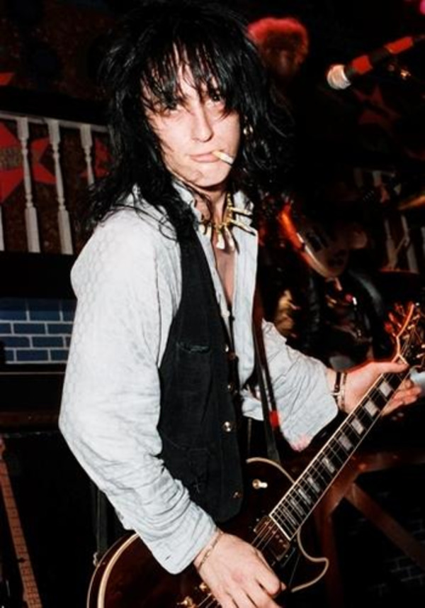 izzy stradlin guns n 39 roses net worth how rich is the singer. Black Bedroom Furniture Sets. Home Design Ideas