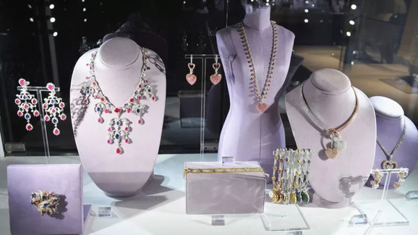 Elizabeth Taylor unbelievably expensive jewelry