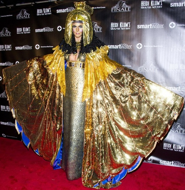 Top 12 Celebs Halloween Costumes - Heidi Klum
