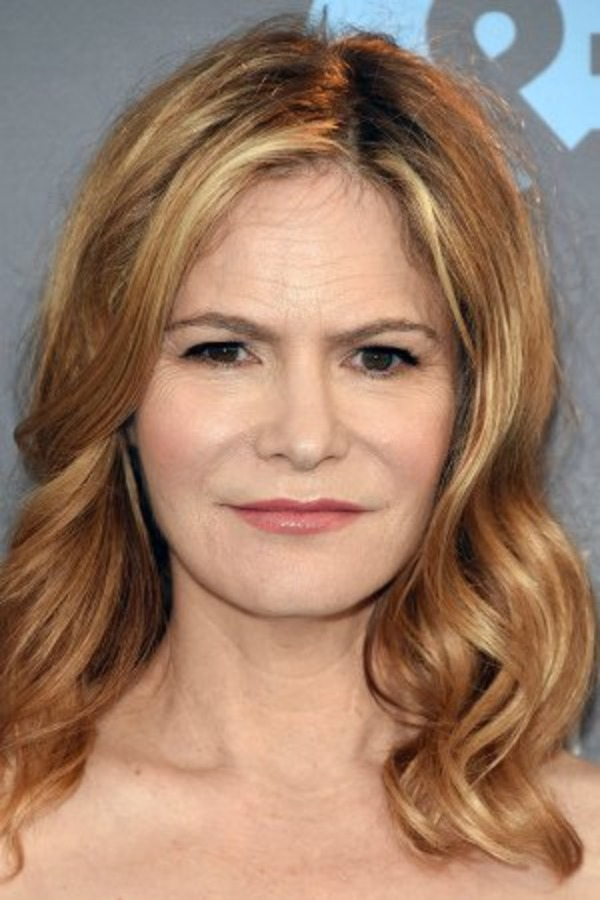 How rich is Jennifer Jason Leigh?