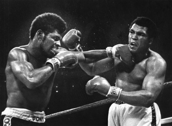 Leon Spinks defeats Muhammad Ali
