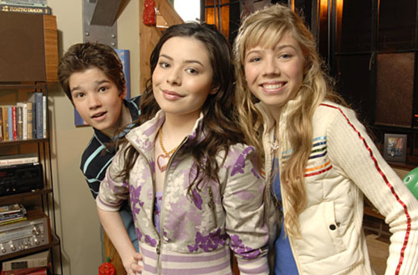 Nathan Kress, Miranda Cosgrove and Jennette McCurdy in iCarly