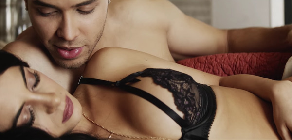 Prince Royce and Emeraude Toubia in his video Culpa al Corazón