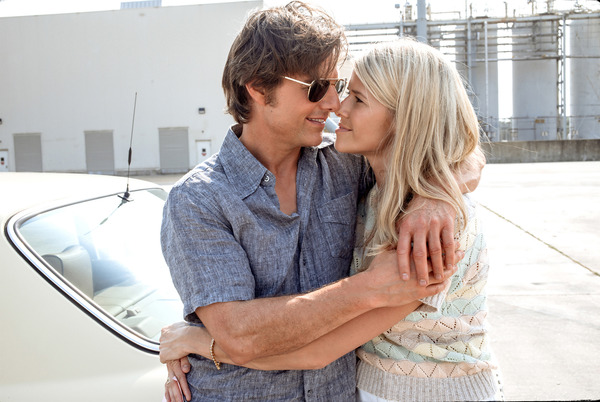 Sarah Wright and Tom Cruise in American Made