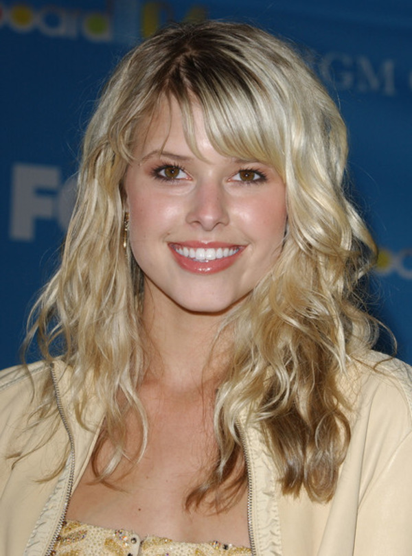 How rich is Sarah Wright?