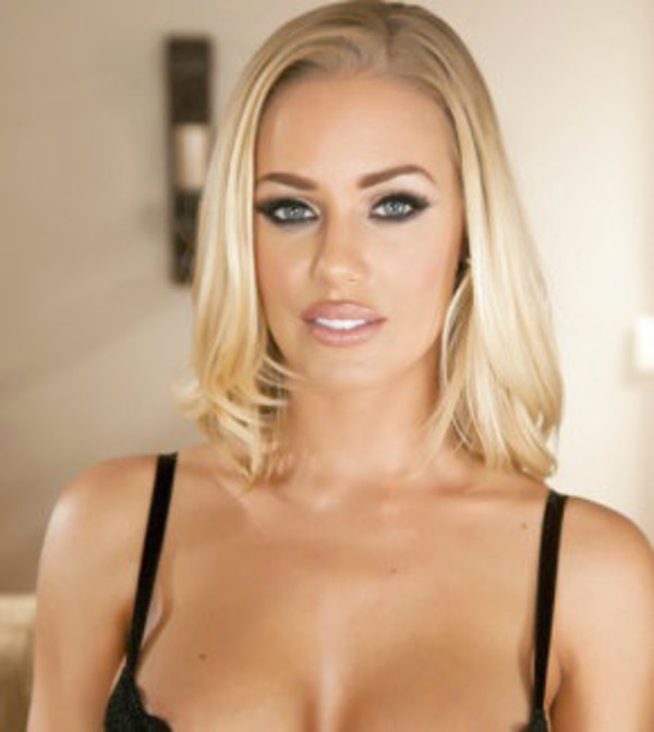 How rich is Nicole Aniston?