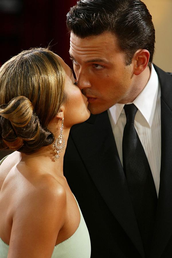 Jennifer Lopez and Ben Affleck kiss
