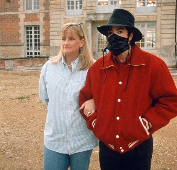 Michael Jackson and his wife Debbie Rowe