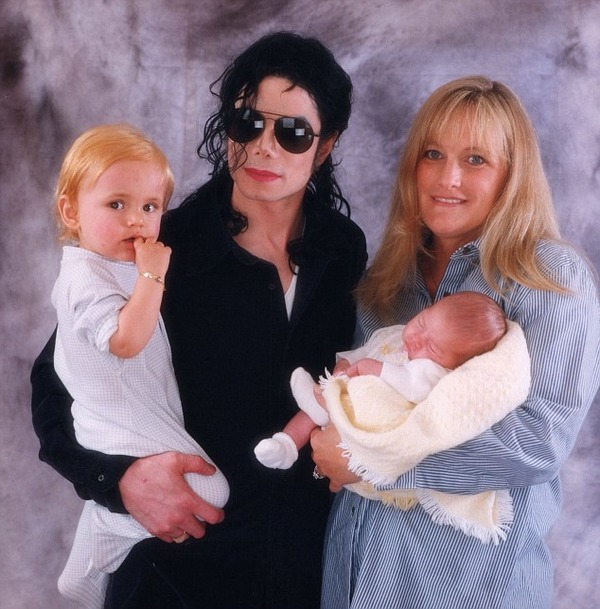 Michael Jackson, his wife Debbie Rowe and their kids Prince and Paris
