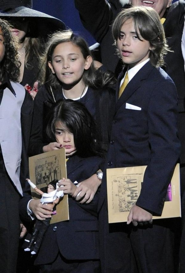 Michael Jackson kids cry at his funeral