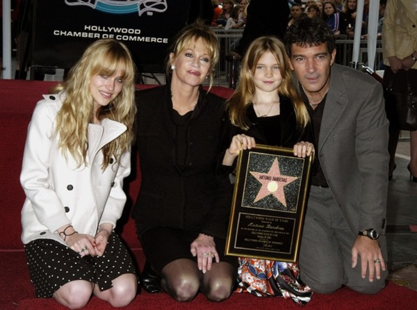 Dakota Johnson with her family: mother Melanie Griffith, father Antonio Banderas and sister Stella
