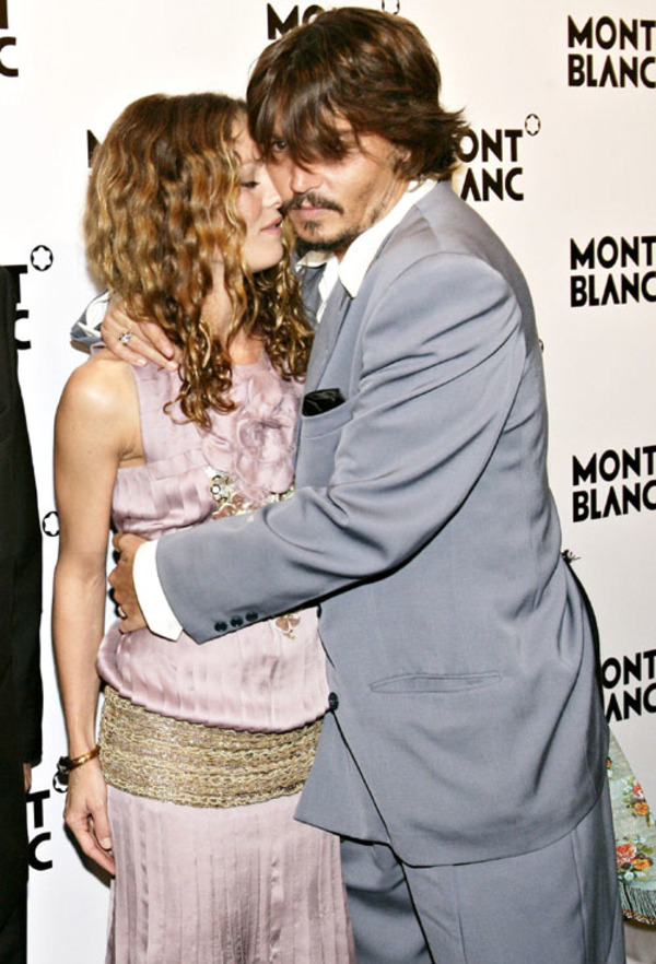 Vanessa Paradis started dating Johnny Depp in 1998