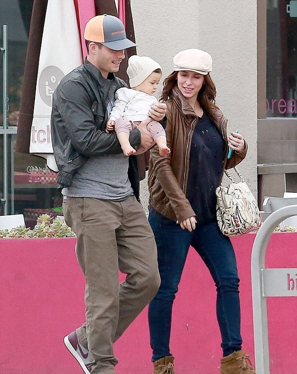 Jennifer Love Hewitt with her husband and daughter