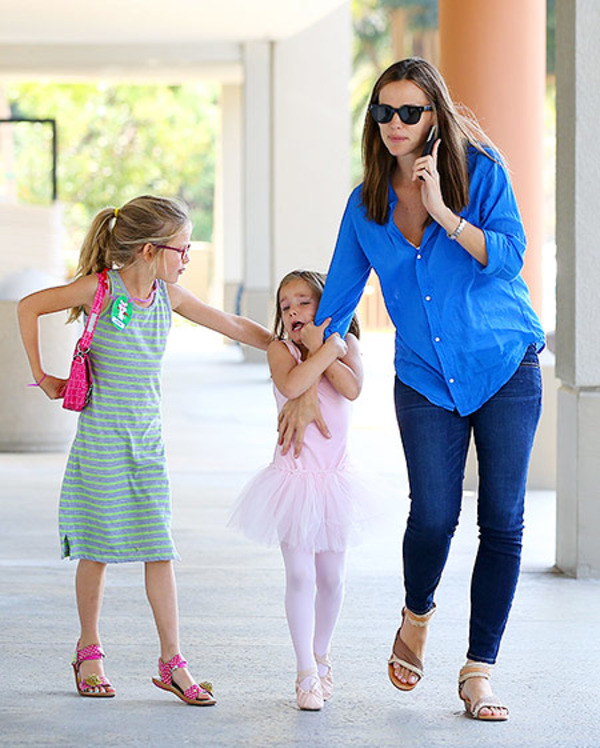Jennifer Garner with her daughters Violet and Seraphina Affleck