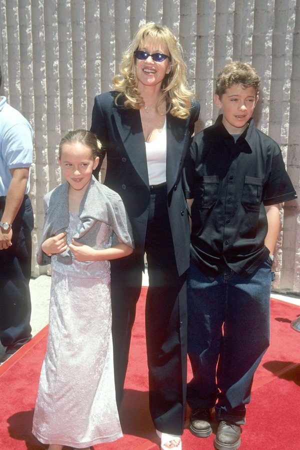 Small Alexander Bauer with his mother Melanie Griffith and his sister Dakota