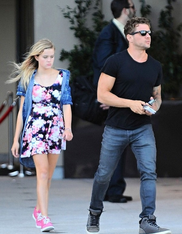 Ava Phillippe with her father Ryan Phillippe