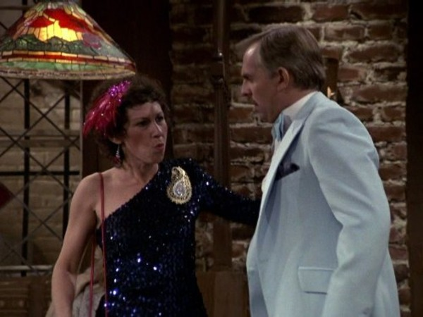 John Ratzenberger and Rhea Perlman in Cheers