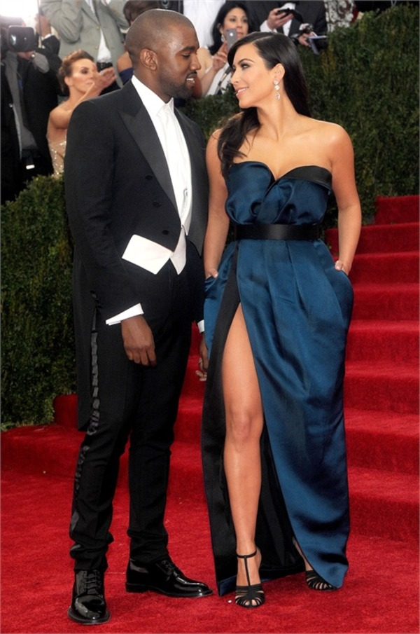 Kanye West and his wife Kim Kardashian are happy together!