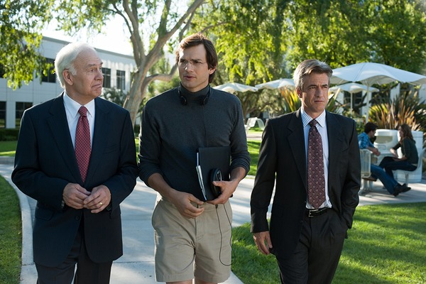 Dermot Mulroney, Ashton Kutcher, and Robert Pine in Jobs