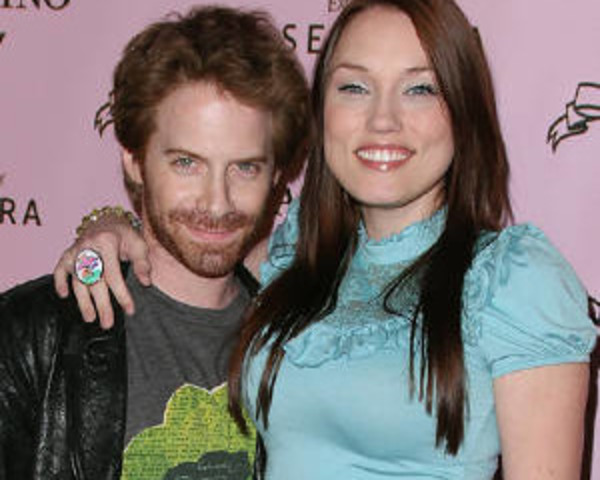 "Seth Green wife Clare Grant: ""I consider myself as a gamer in different aspects!"""