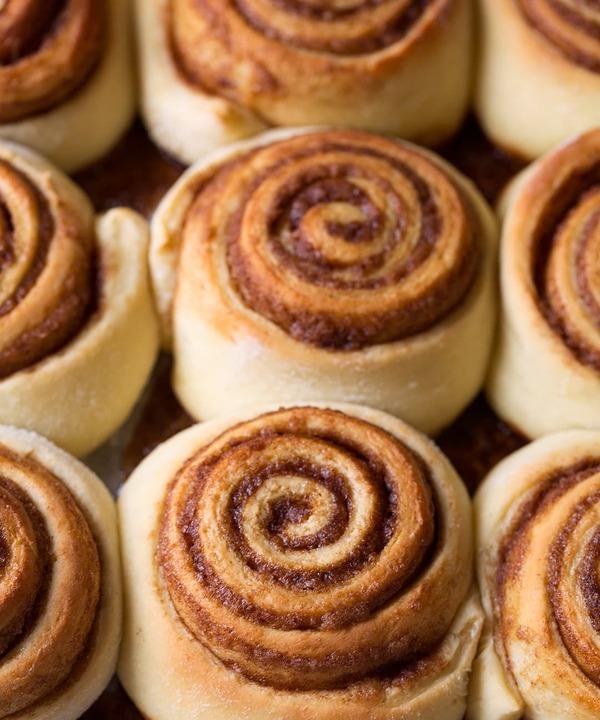 Kat Cole company Cinnabon produced cinnamon buns