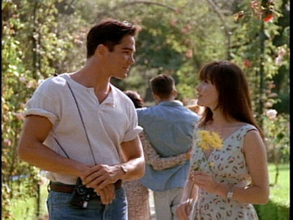 Dean Cain and Shannen Doherty in Beverly Hills, 90210