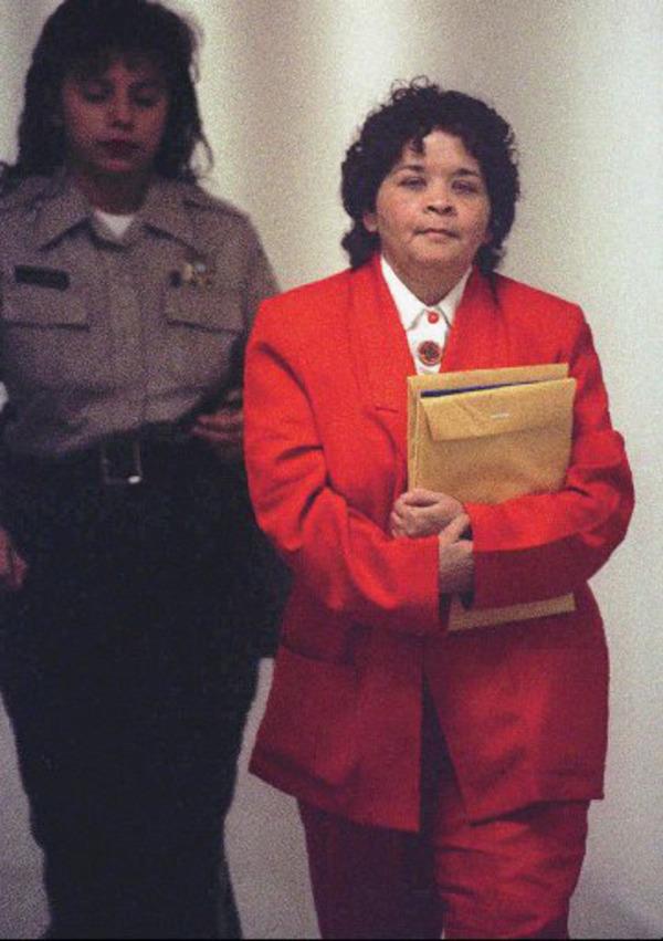 Selena Perez killer Yolanda Saldívar (in red)