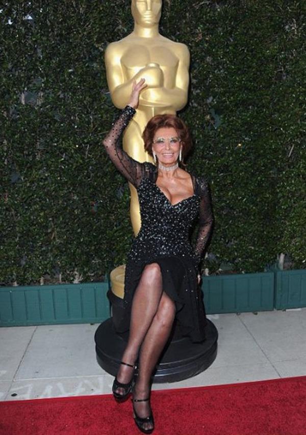 Sophia Loren is the holder of 2 Oscars