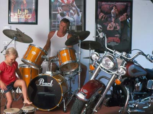 Dolph Lundgren house (with his daughter in a music room)